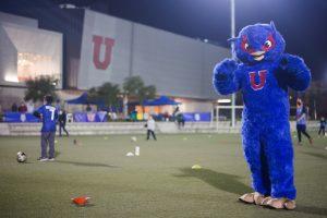 Escuelas deportivas y talleres marcan el retorno de la actividad física presencial de la Universidad de Chile